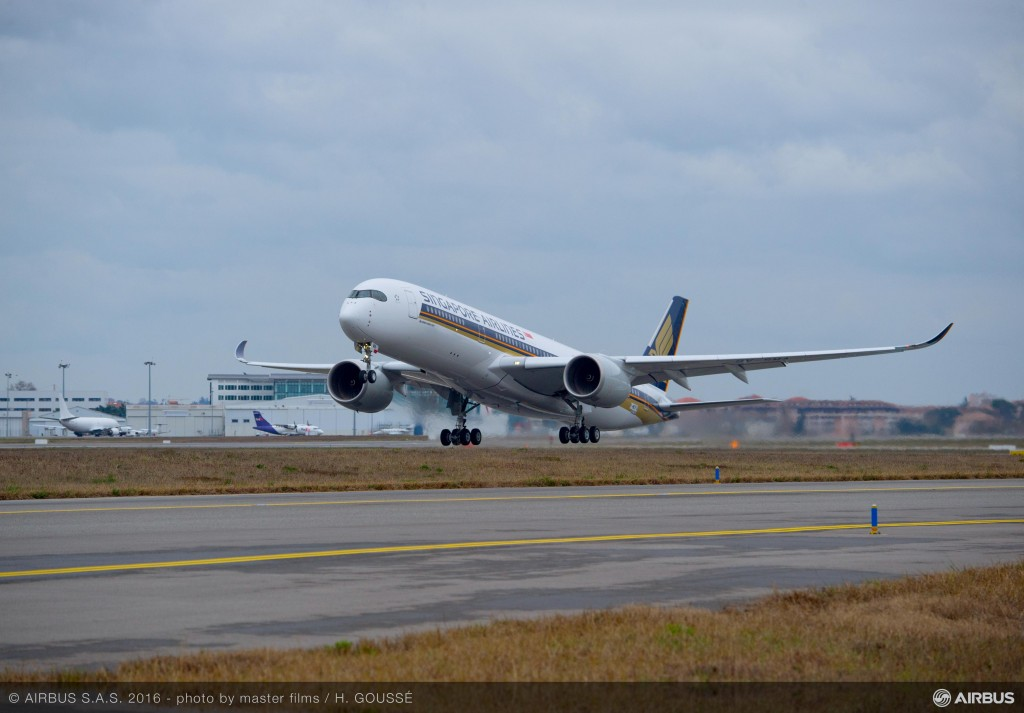 A350-900_Singapore_Airlines_first_flight