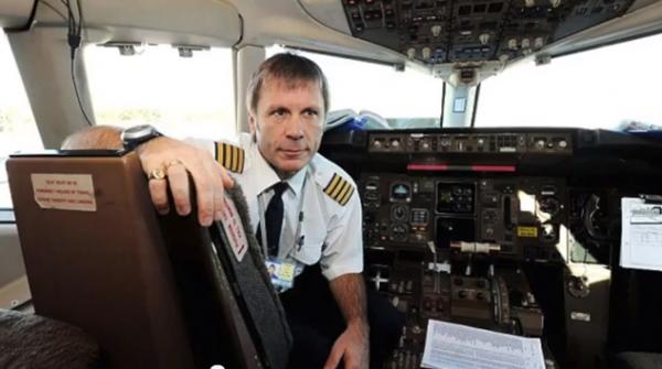 Bruce_Dickinson_pilot_Boeing