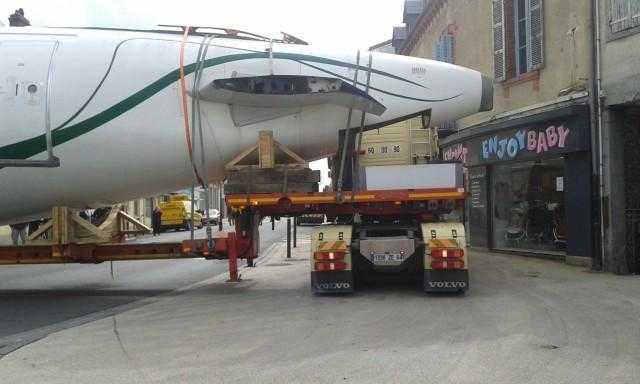 Un Airbus A320 a blocat circulaţia în Tarbes, Franţa (FOTO / VIDEO)