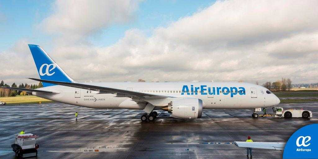 Foto primul boeing 787 8 dreamliner in culorile air europa for Interior 787 air europa