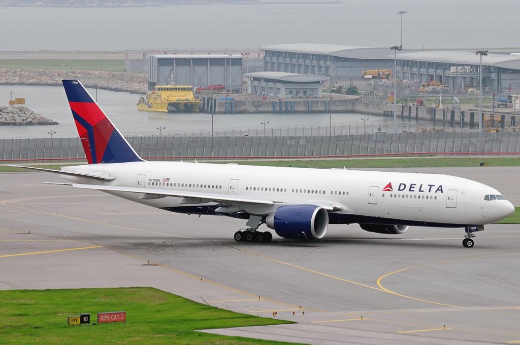 Delta_Air_Lines_Boeing_777-200LR_N710DN
