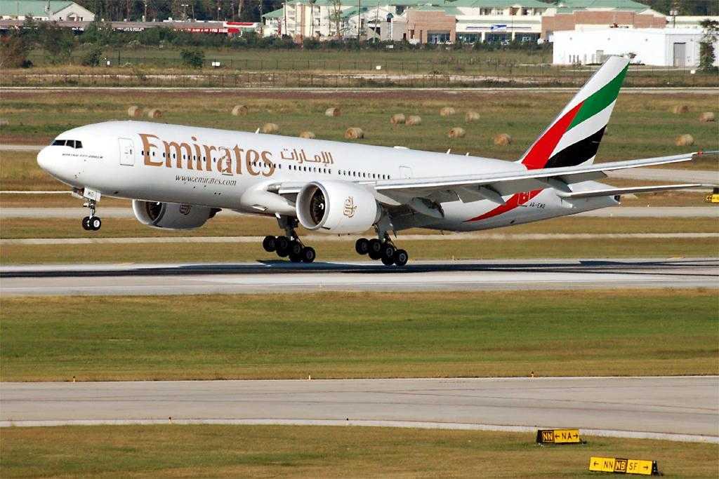 Emirates_Boeing_777-200LR_A6-EWD_IAD