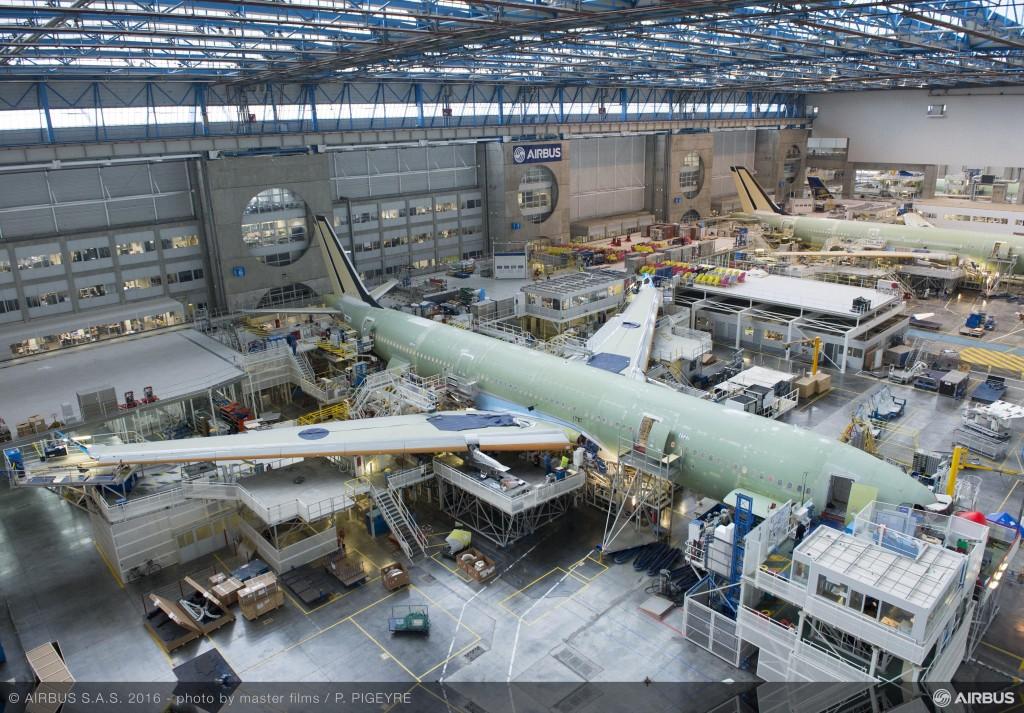 Airbus A330 blu francese