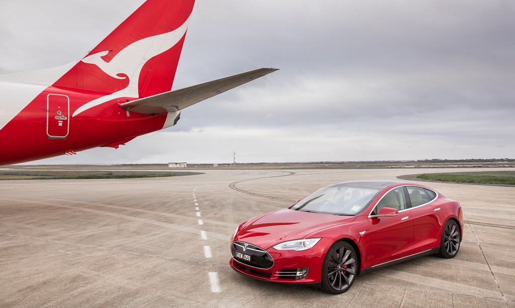 737-Boeing-Qantas vs-Tesla Model-S
