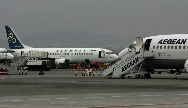 Greva controlorilor de trafic din Grecia afectează sute de zboruri / Vezi lista zborurilor anulate din/spre destinaţii din România