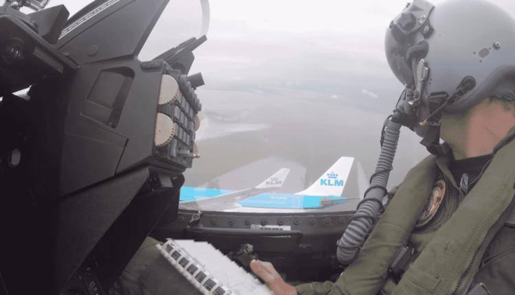 (Video) Airbus A330 KLM în formaţie cu 2 aeronave F-16