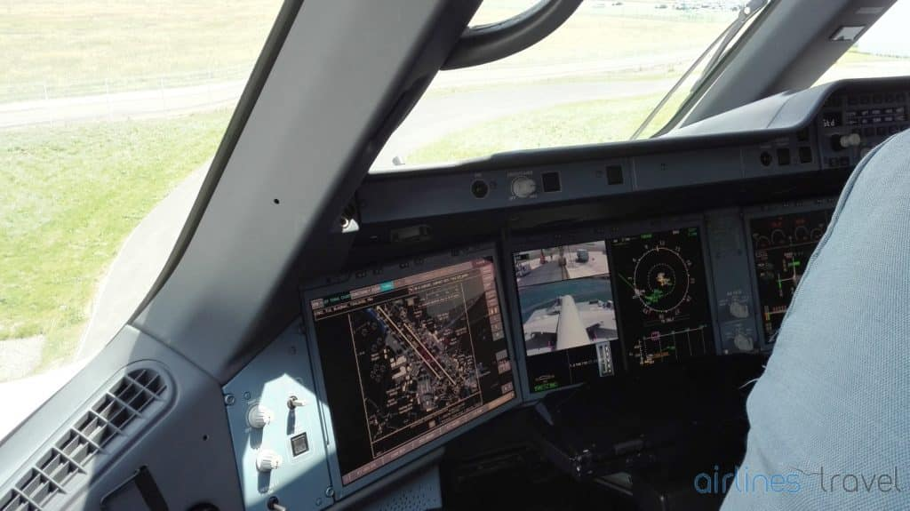 Airbus-A350-cockpit-1
