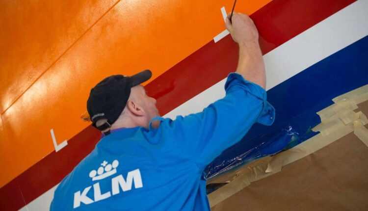 Time-lapse: Boeing 777-300ER #Orangepride