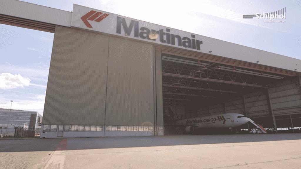MD-11-Martinair-hangar