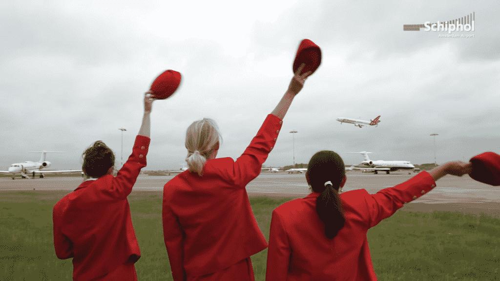MD-11-Martinair-saluta-publicul