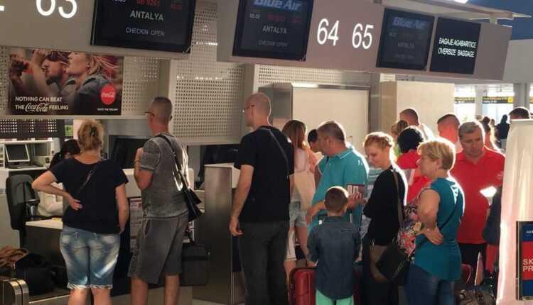 Aeroportul Internațional Ataturk redeschis / Multe zboruri anulate