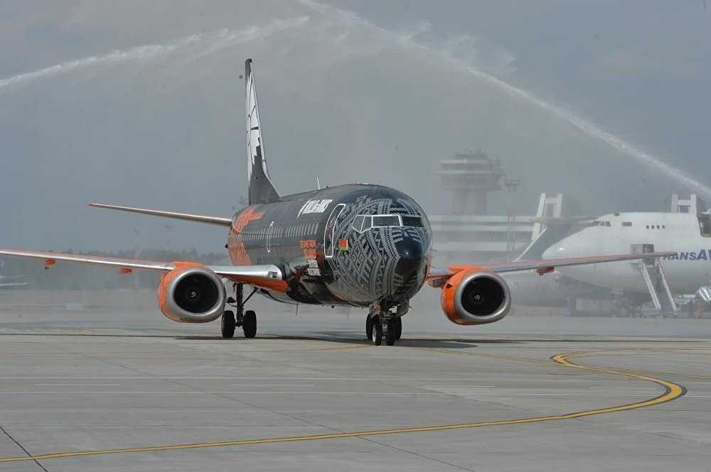 Boeing-737-Belavia-World-Of-Tanks-salutul