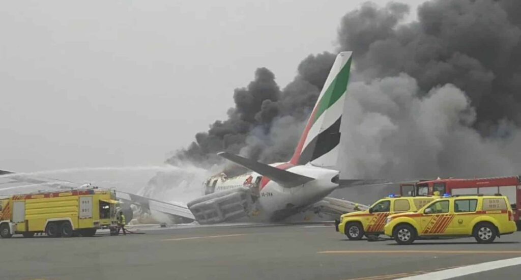 Boeing-777-300ER-Emirates-crash-lands