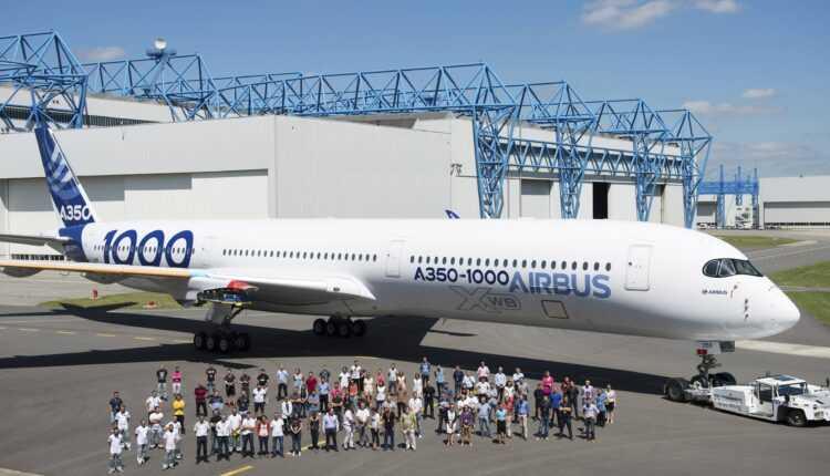 Primul Airbus A350-1000 XWB a fost vopsit