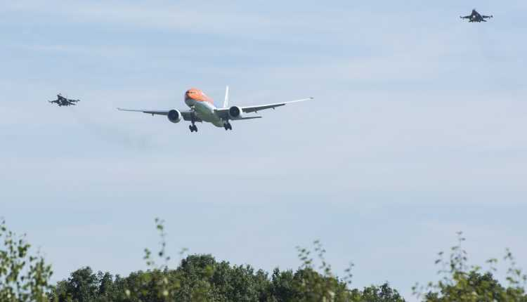 Olimpicii olandezi au fost transportați la Amsterdam cu Boeing 777-300ER KLM #OrangePride