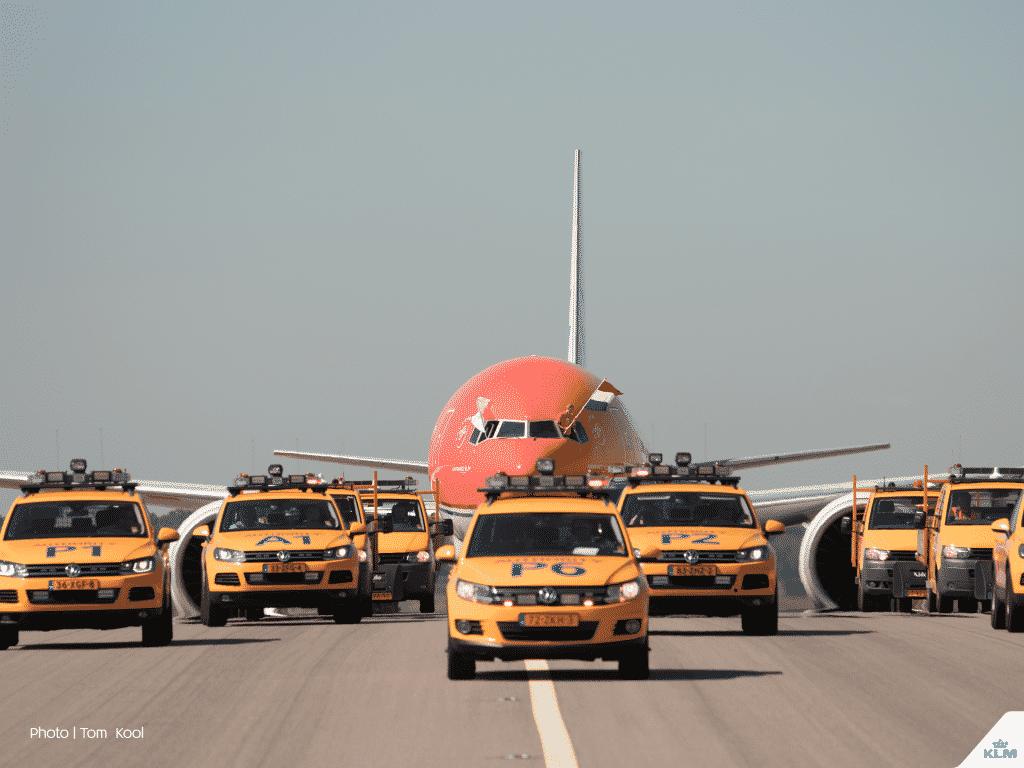 escortare-aeronava-boeing-777-300ER-KLM-amsterdam
