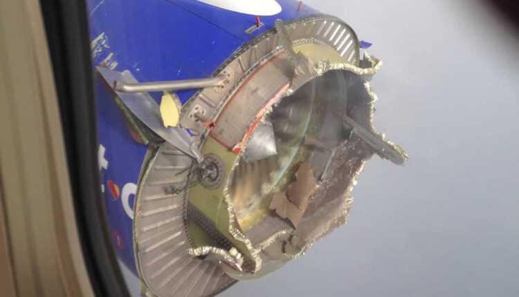 Boeing 737-700 Southwest Airlines cu motorul 1 deteriorat (foto)