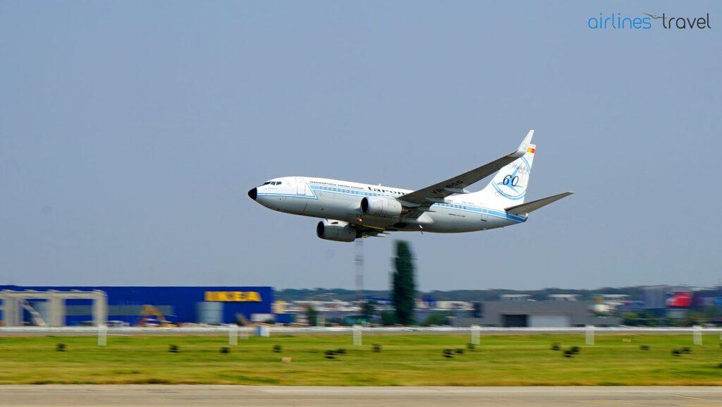 Boeing 737-700 TAROM