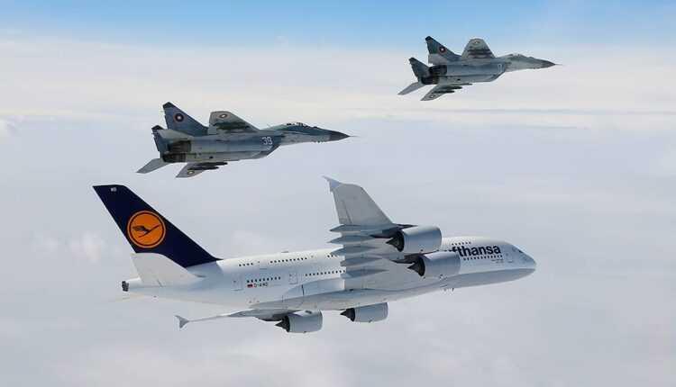 Airbus A380 Lufthansa și 3 aeronave MiG-29 BAF (FOTO / VIDEO)