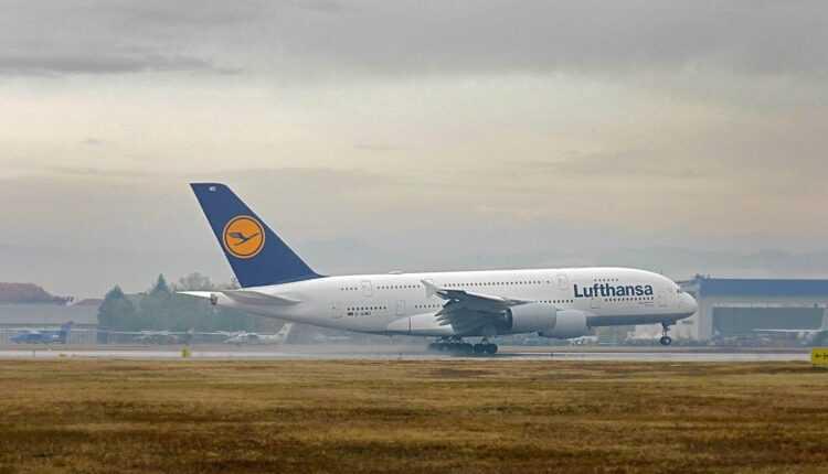 Moment istoric: Airbus A380 Lufthansa la Sofia (FOTO / VIDEO)