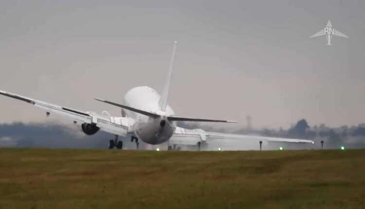 Boeing 737-400 Air Horizont, hard touchdown + go around la Praga