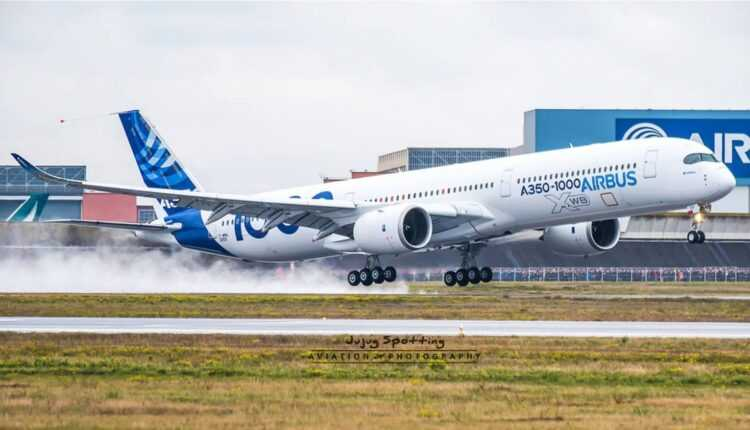 Airbus A350-1000 la primul zbor (foto / video)