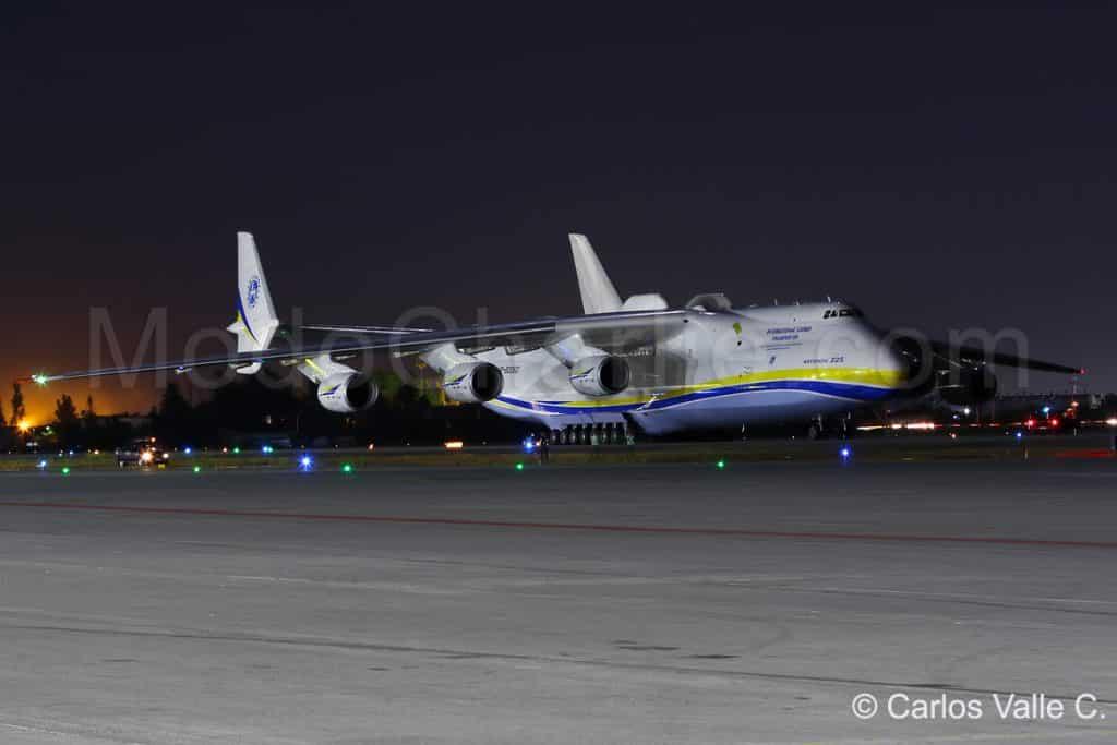 antonov-an-225-mriya-aeropuerto-arturo-merino-benitez-scl-10
