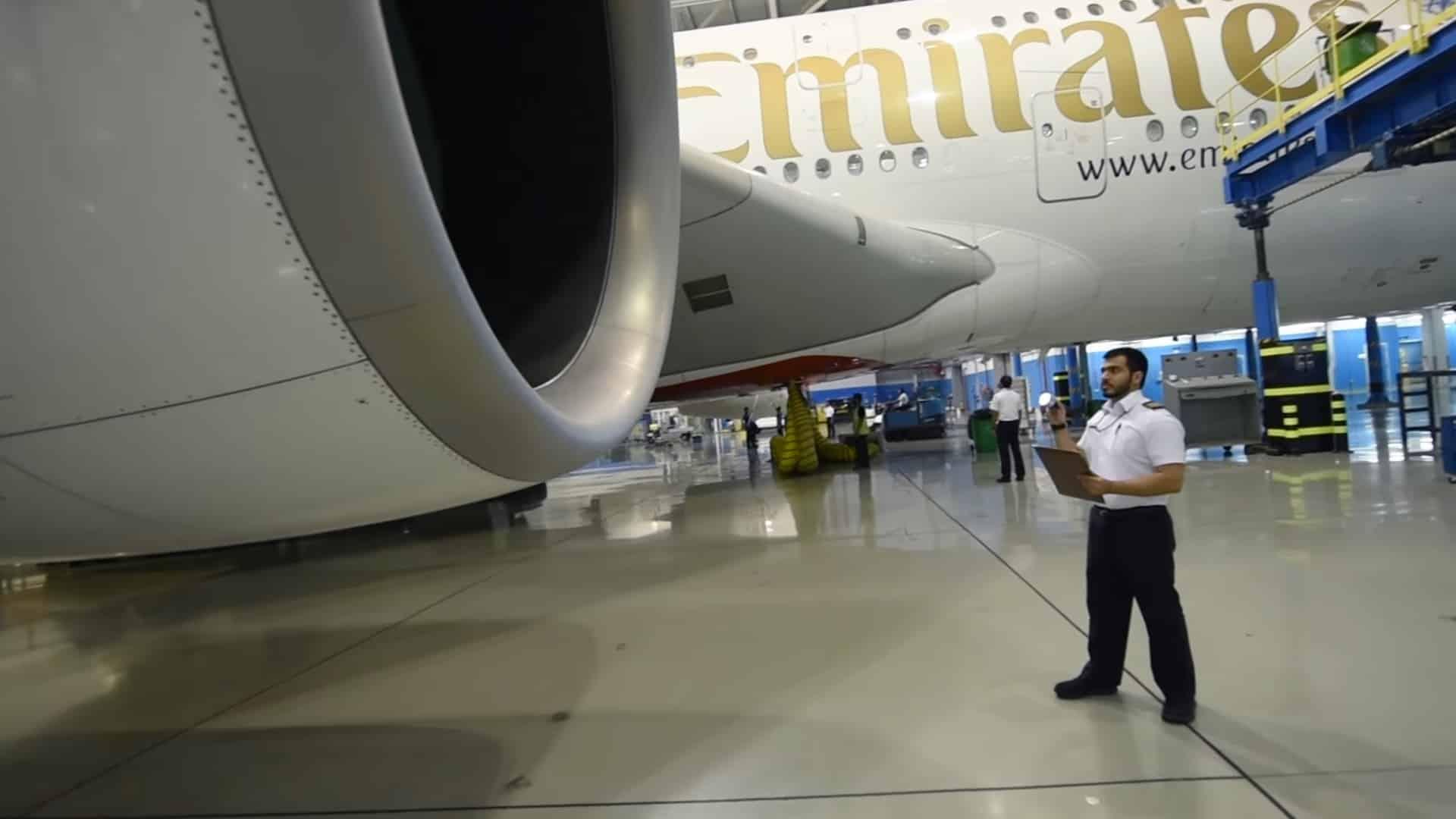 emirates-mannequinchallenge