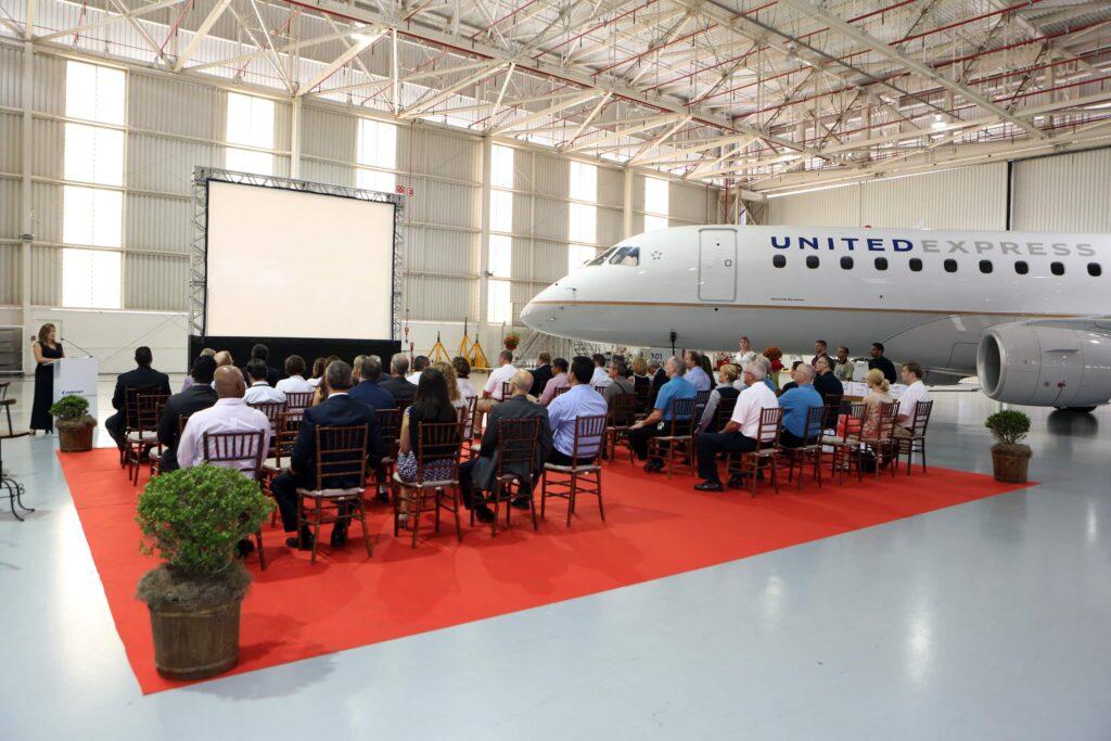 primer Embraer-e175 united-airlines-
