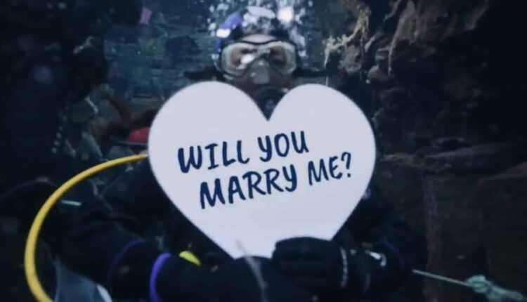 Icelandair a organizat o cerere în căsătorie subacvatică