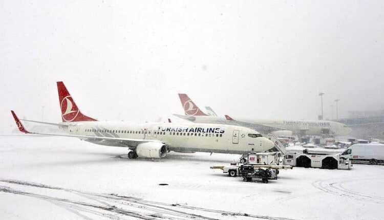 Peste 600 de zboruri Turkish Airlines anulate din cauza viscolului