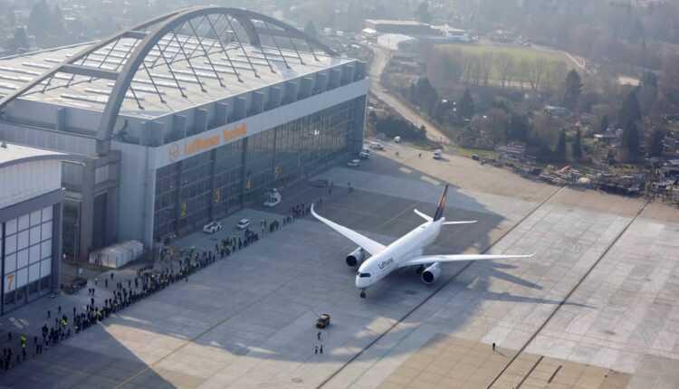 Primul Airbus A350 Lufthansa a aterizat la Hamburg (video)