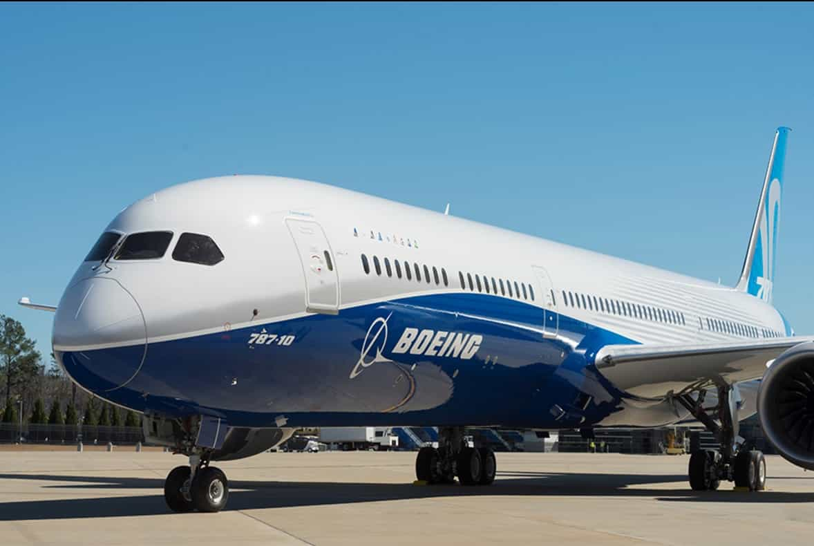 Boeing-787-10-Dreamliner-rollout-1
