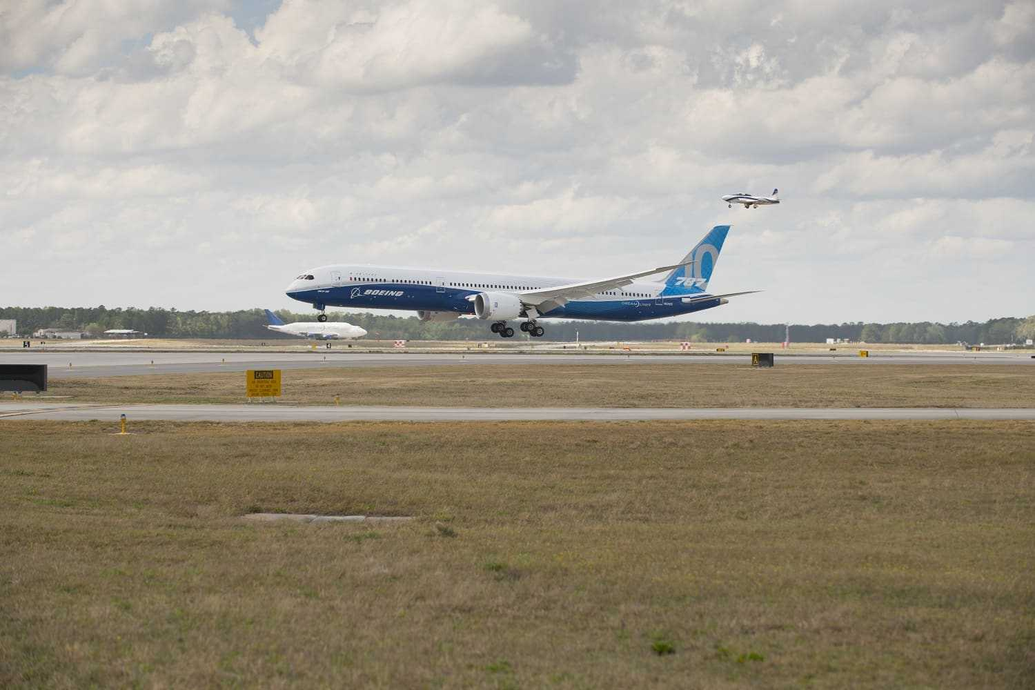 787-10-Boeing Dreamliner-first-flight-1