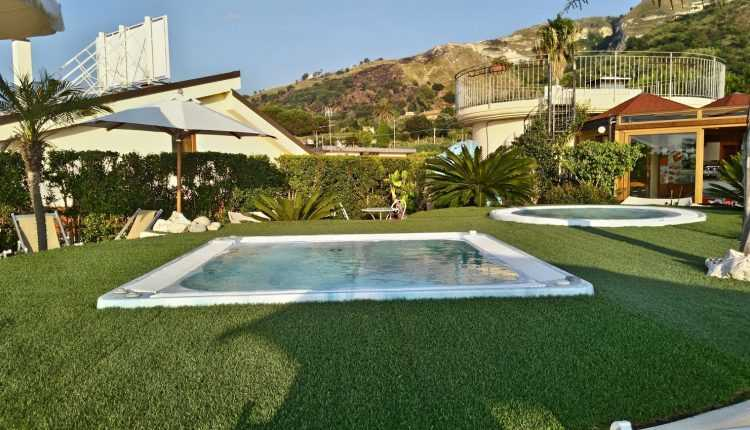Residence-Piccolo, Parghelia-pools
