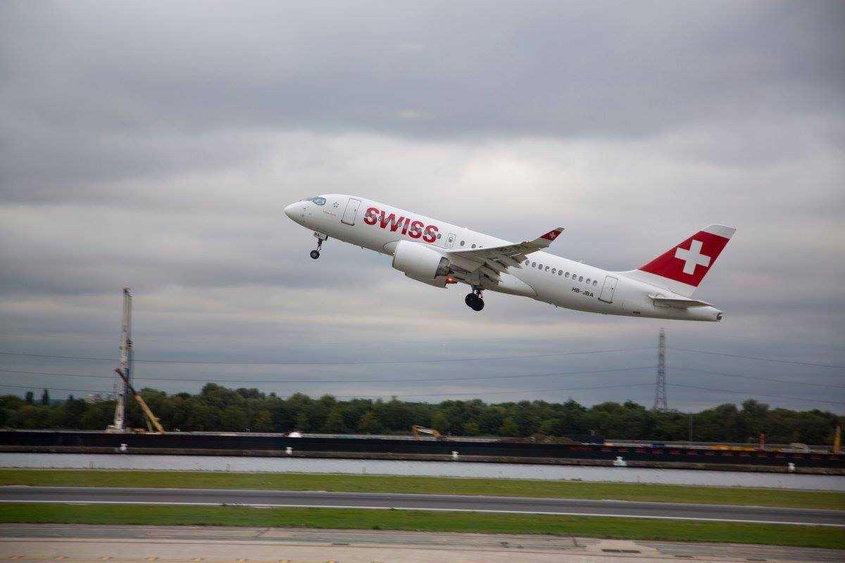 Bombardier-CS100-SWISS-Лондон-Сити-офф