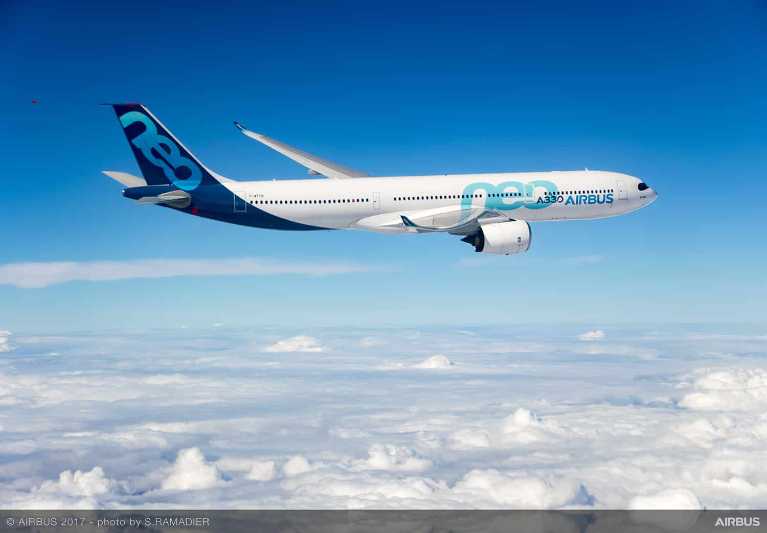 A330neo-first-flight-landing-094