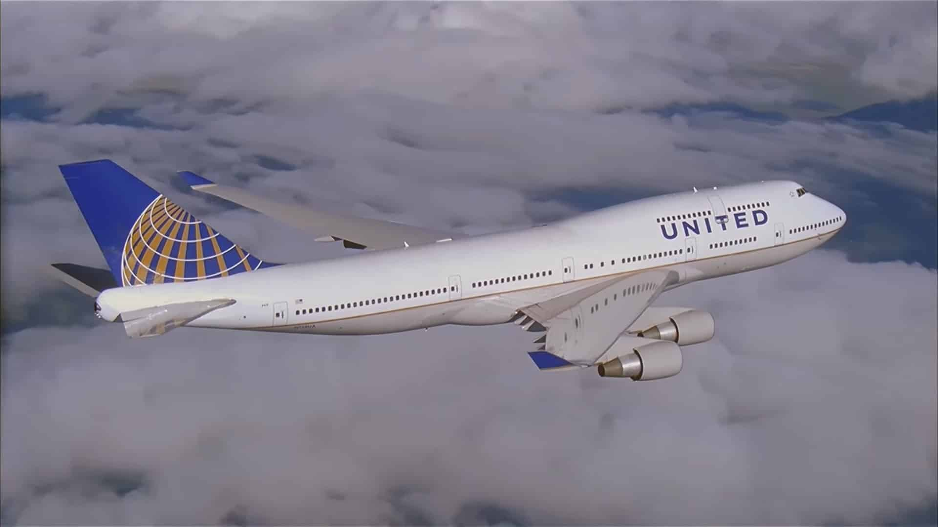 united-airlines-boeing-747-400-sky