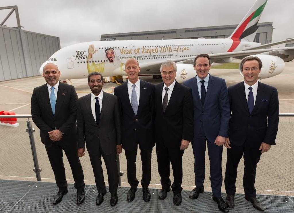 100-A380-Emirates-officials