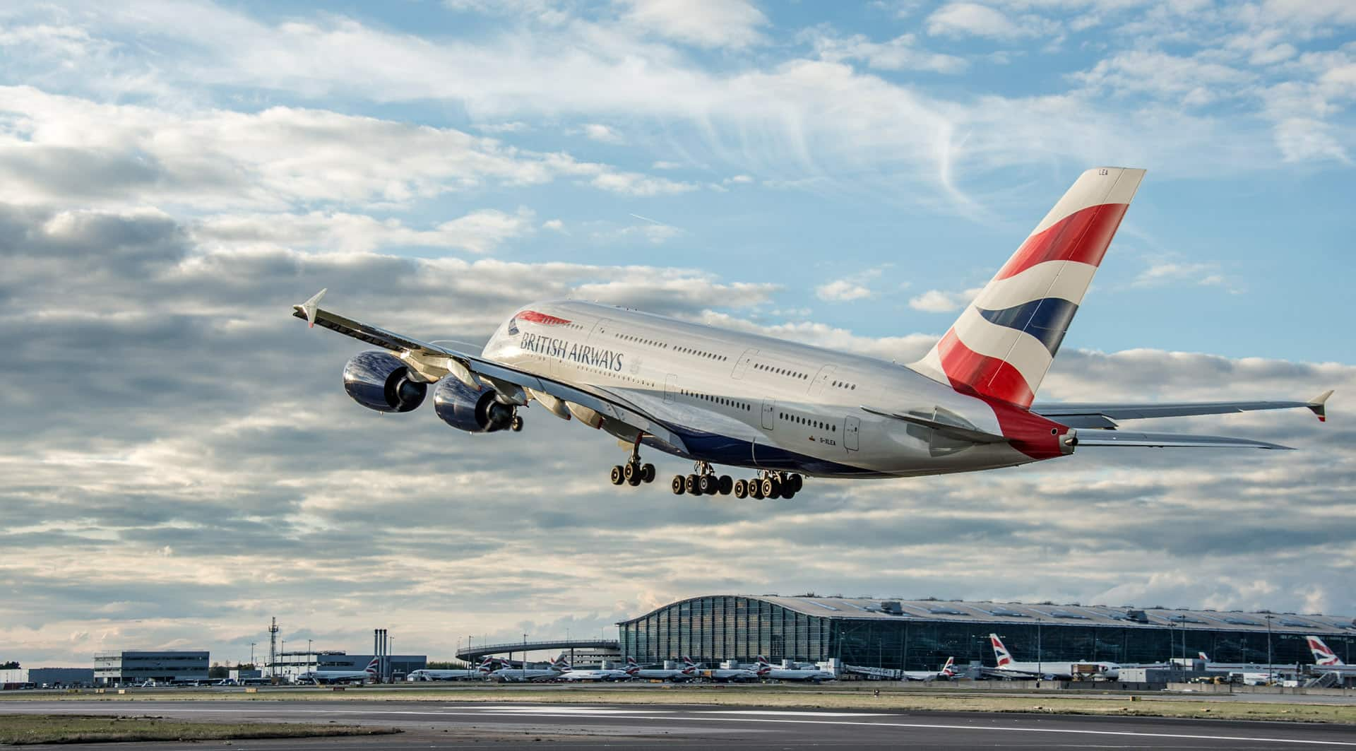 Аэропорт Хитроу, British Airways Аэробус A380 на взлете, октябрь 2013.