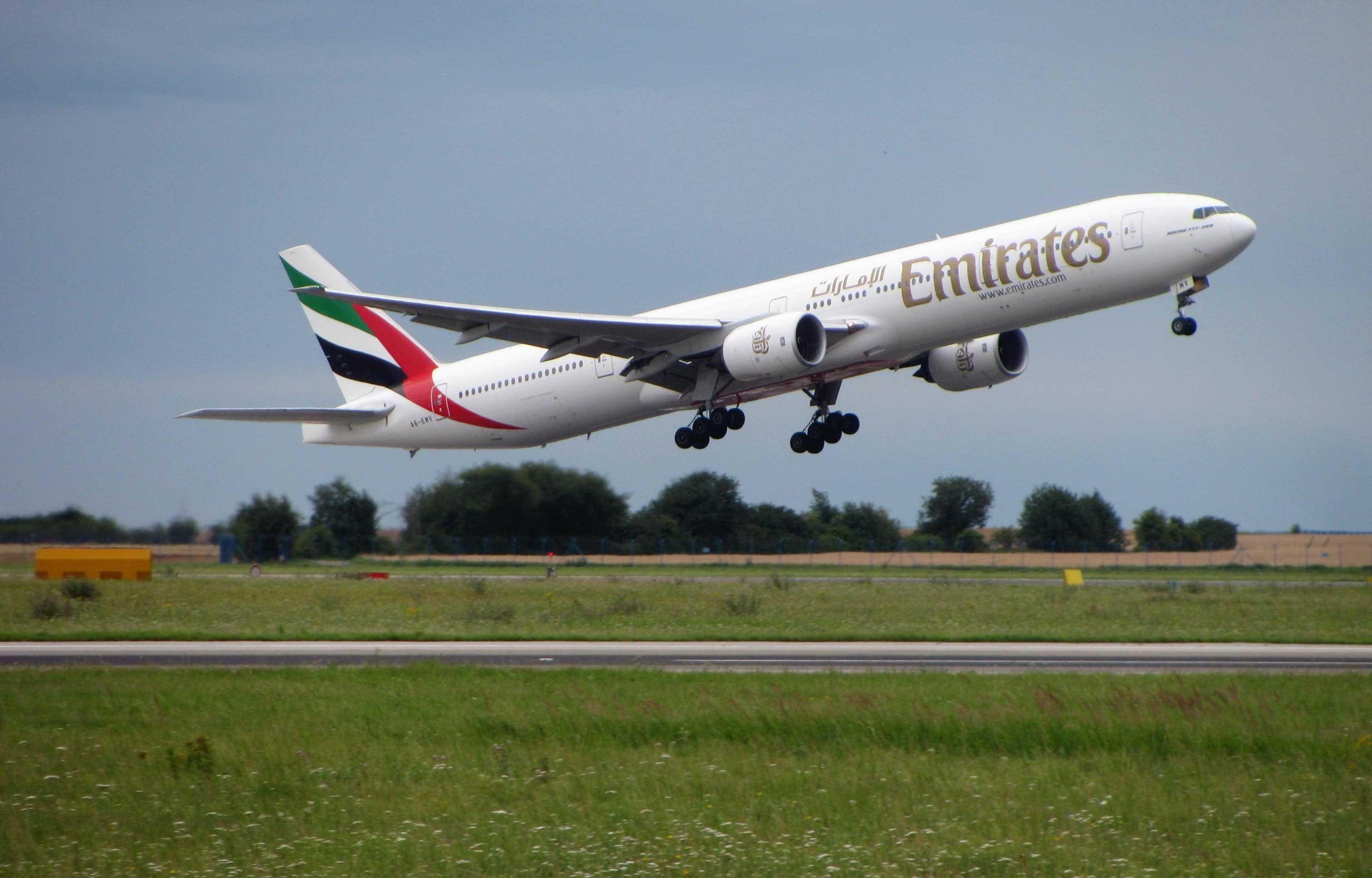 Boeing 777-300ER-Emirates-Прага