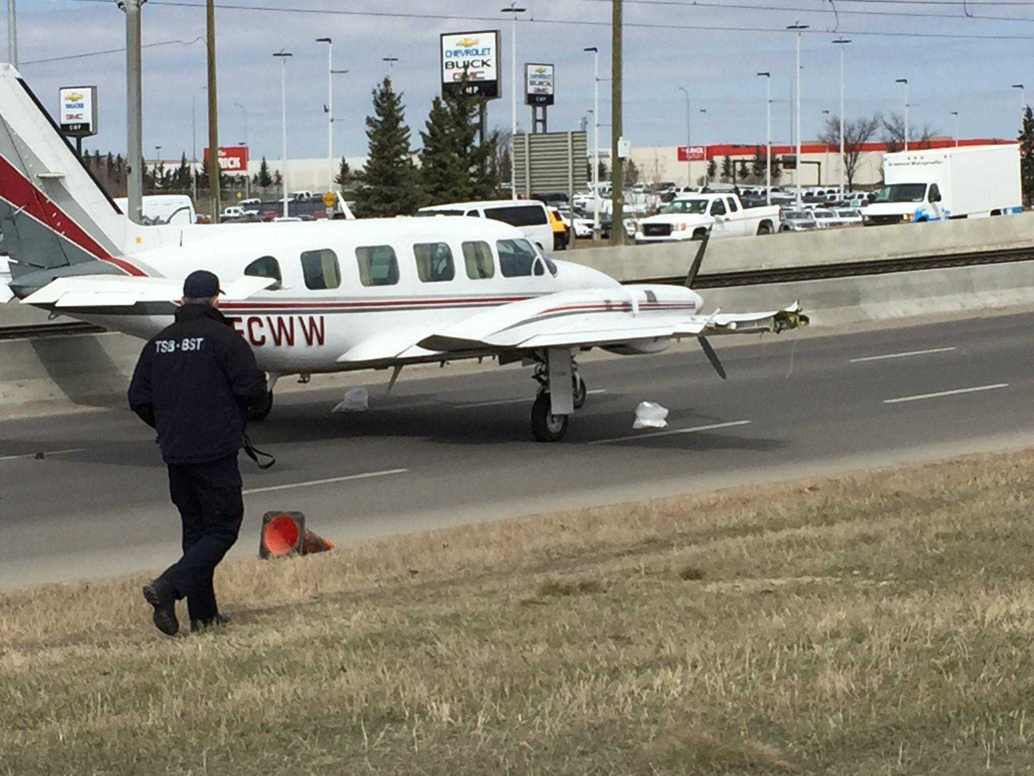 Piper-PA-31 350-Chieftain-aterrizaje-Calgary-1