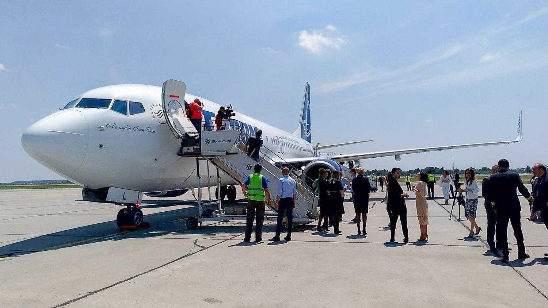 boeing-737-800-tarom-13