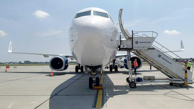 boeing-737-800-tarom-15