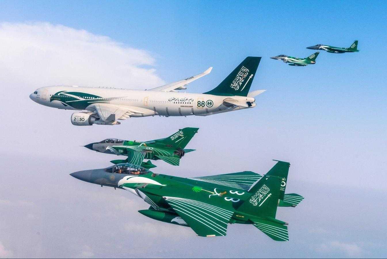 Airbus-A330-MRTT-F15-RSAF-formatie-acrobatie.jpg