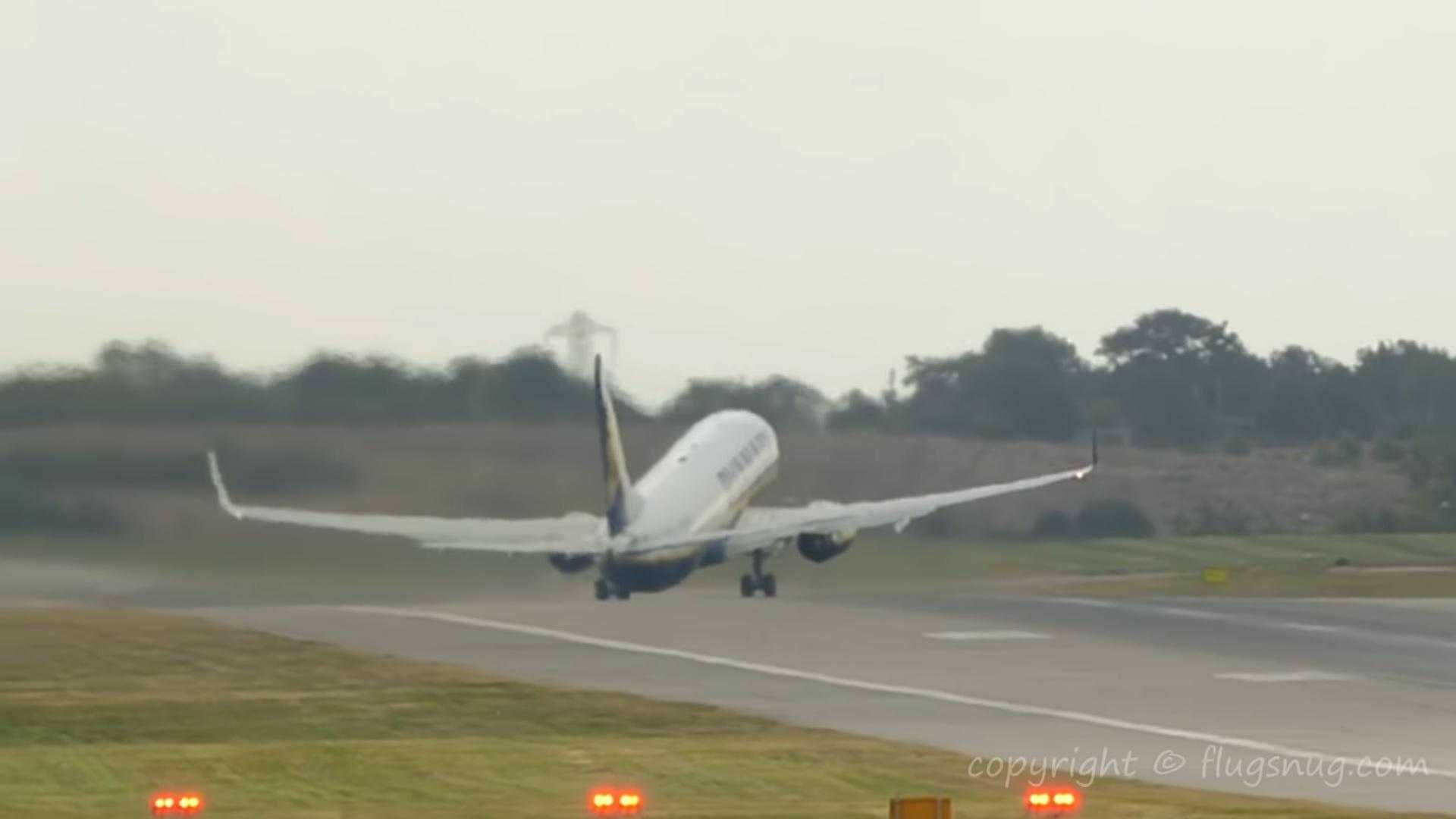 boeing-737-800-ryanair-decolare-peripetii-birmingham.jpg