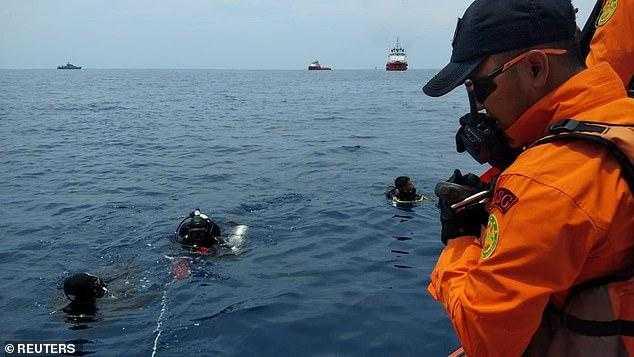 Les équipes de recherche et de sauvetage, avion vol-jt610