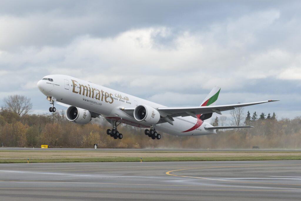 A6-EQP-boeing-777-300-1er-emirliklerini