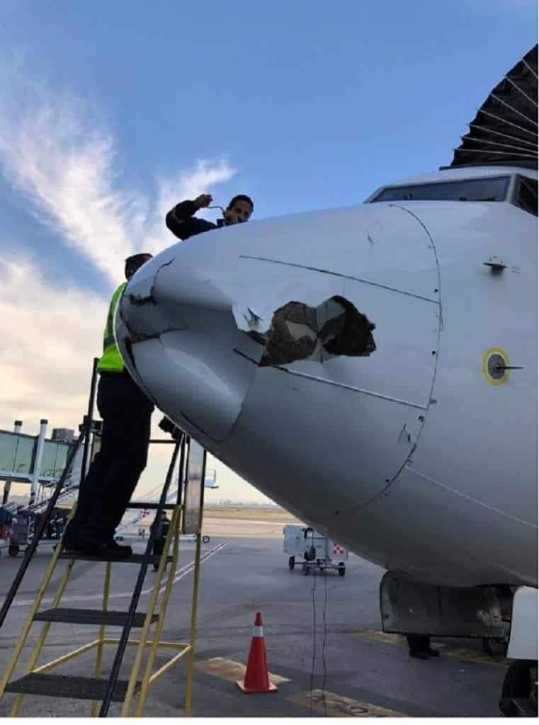 Boeing 737-800-Aeroméxico-nose-damaged