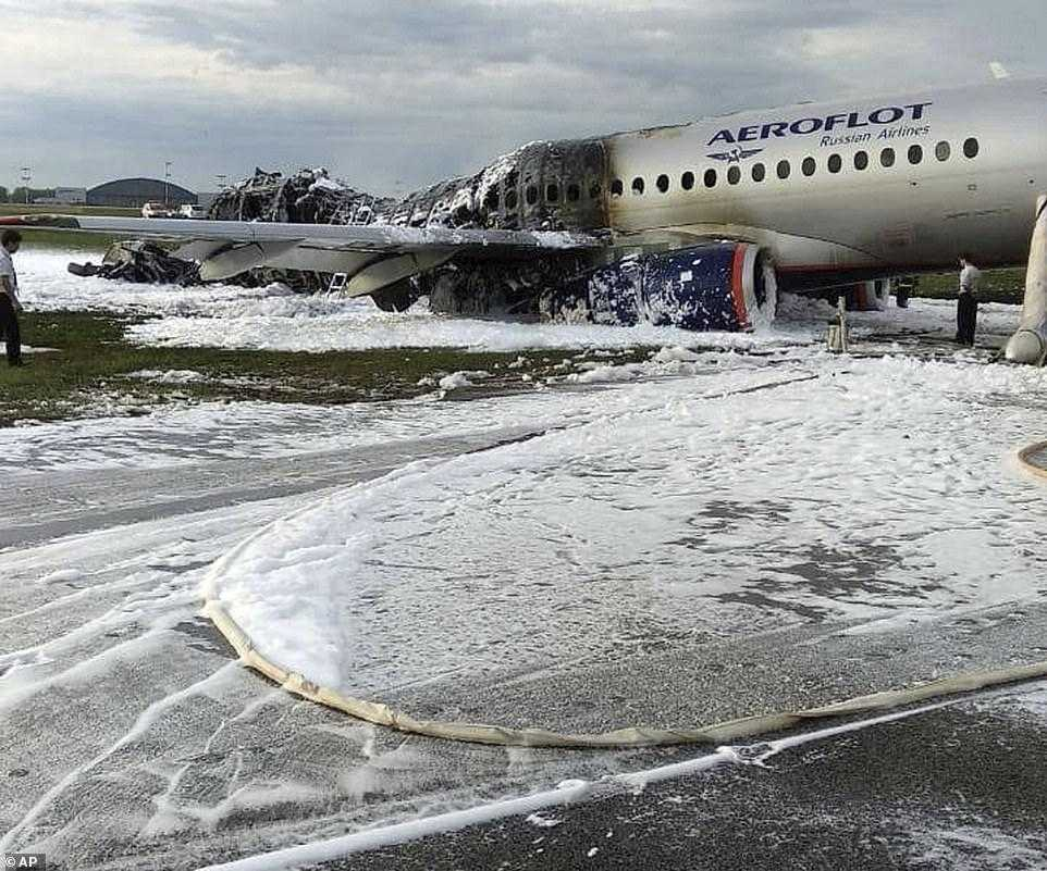 Sukhoi-Superjet-100-Airflot-consumed-fire
